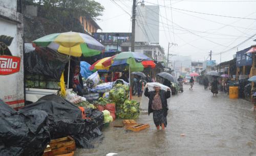 En las Verapaces, muchas calles se convirtieron en ríos. (Foto: Carlos Sierra/Nuestro Diario)