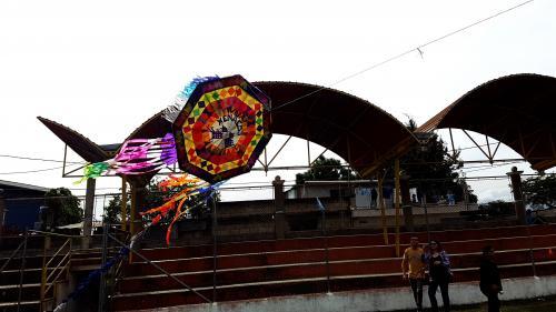 Santo Domingo Xenacoj espera la visita de más visitantes que buscan un sitio alterno para admirar los barriletes gigantes. (Foto: Muni Santo Domingo Xenacoj)