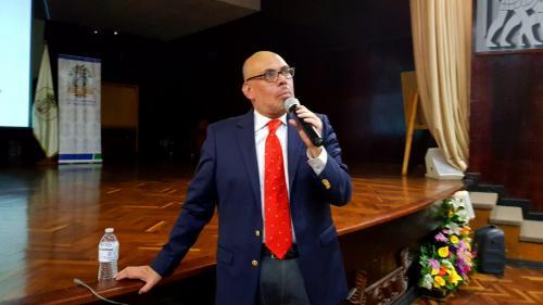 El Doctor en Arte, Miguel Flores castellanos, fue el encargado de impartir la presentación de El Mural Nacionalidad Guatemalteca. (Foto: Victor Xiloj/Soy502).