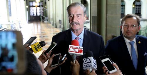 Vicente Fox atendió a los medios tras la reunión. (Foto: Gobierno)
