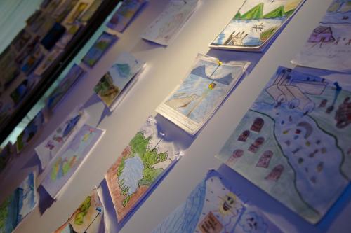 Durante la entrega de los premios se expusieron algunos dibujos finalistas. (Foto: Victor Xiloj/Soy502).