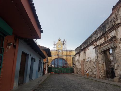 El Arco en Antigua Guatemala se ubica en la 5ta. avenida Norte y 2da. calle. (Foto: Twitter Mynor VelVill).