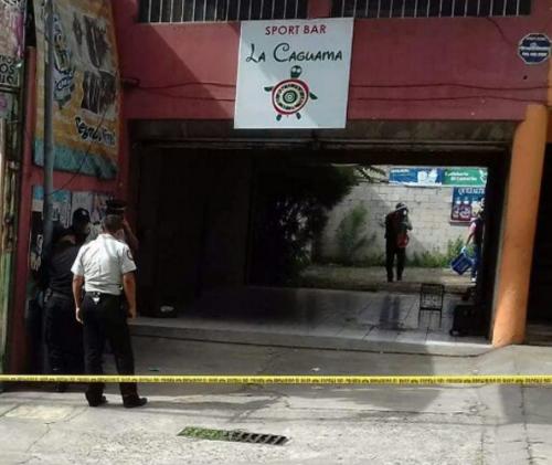 En el bar La Caguama se localizaron rastros de sangre.