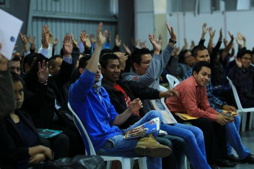 """""""¿Quién quiere empleo que levante la mano?"""", preguntó Jimmy Morales. (Foto: Gobierno)"""