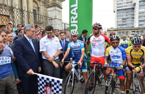 El vicepresidente Jafeth Cabrera fue el encargado de dar el banderazo de salida. (Foto: Jesús Alfonso/Soy502)