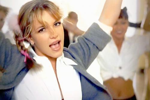 Britney Spears se hizo famosa por su look de colegiala en 1998. (Foto: oficial)