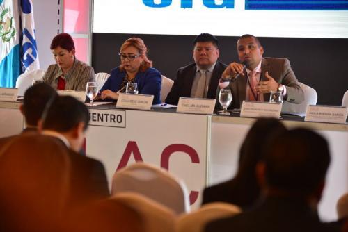 En la actividad, Aldana y Solórzano Foppa participaron junto al sector privado. (Foto: Jesús Alfonso/Soy502)