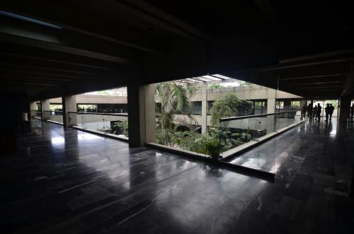 Este espacio fue construido para albergar una institución bancaria. (Foto: Selene Mejía/Soy502)