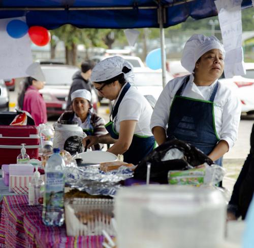 Durante la actividad se realizaron ventas de comida gracias a instituciones que apoyaron con la recaudación de fondos para contar con una ambulancia renovada.