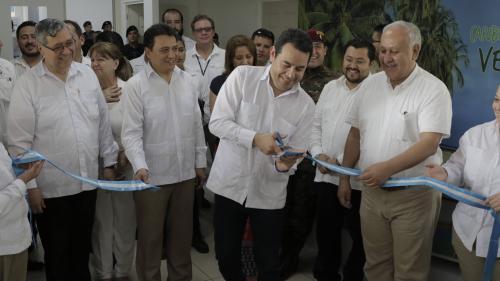 Inauguración del aeropuerto de Puerto Barrios el pasado abril. (Foto: Alejandro Balán/Soy502)