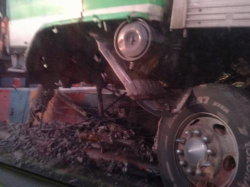 Así quedó el camión luego del accidente. (Foto: Paula Chacón/Soy502)