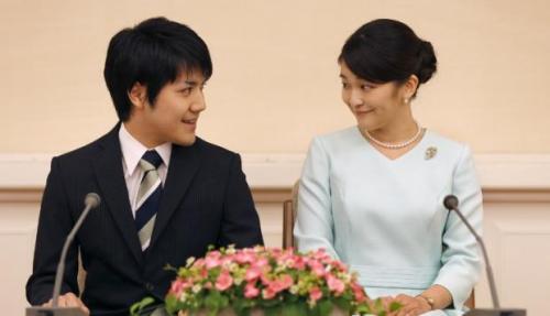 Mako y su prometido Kai. (Foto: AFP)