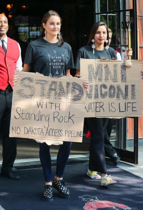 Shailene junto a grupos en contra de la construcción. (Foto: Zimbio)