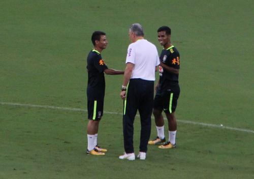 El jugador agradeció al técnico de la selección brasileña la oportunidad de participar en el entrenamiento. (Foto: Globo Esporte)