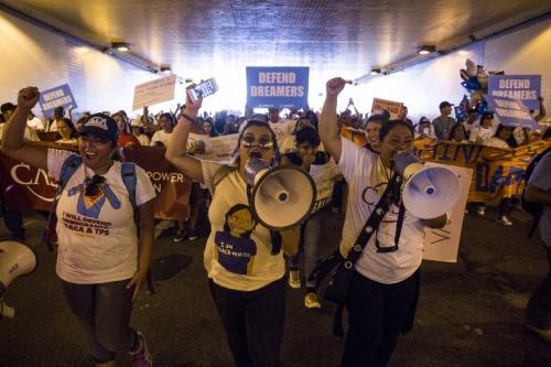 Jóvenes han salido a las calles tras la decisión de Trump. (Foto: AFP)