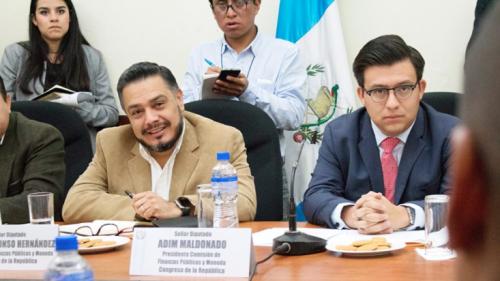 El diputado Adim Maldonado (d), junto a Javier Hernández durante una citación en el Congreso. (Foto: FCN).