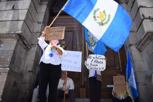 Un grupo de ciudadanos demandó al Congreso el retiro de la inmunidad del Presidente. (Foto: Wilder López/Soy502)