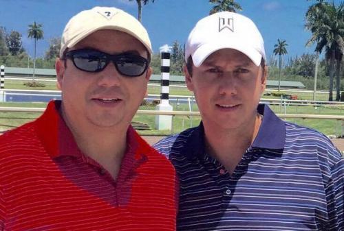 Pedro junto a su hermano Jorge. (Foto: Facebook)