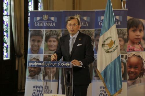 Hiemann atendió a los medios posterior a la reunión semanal de Gabinete de Ministros. (Foto: Alejandro Balán/Soy502)