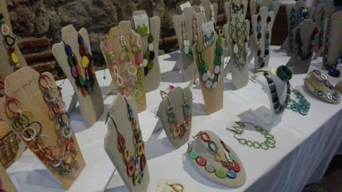 Collares, pulseras, artes y otros productos hechos a mano serán exhibidos durante la feria de artesanías. (Foto: Agexport)