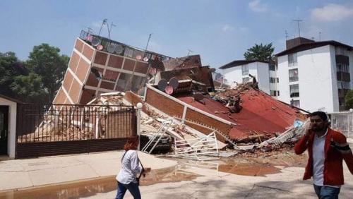 El edificio se redujo a escombros y mantiene con preocupación a la ciudadanía. (Foto: Infobae)