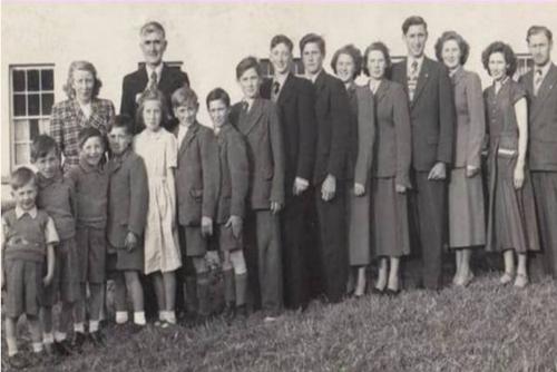 Familia Donnelly, junto a sus padres y primos. (Foto: Infobae)