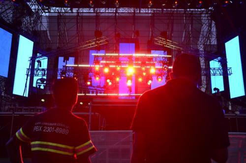 Unos 80 trabajadores estaban a cargo del montaje del escenario, en total unas 200 personas estaban involucradas. (Foto: Selene Mejía/Soy502)
