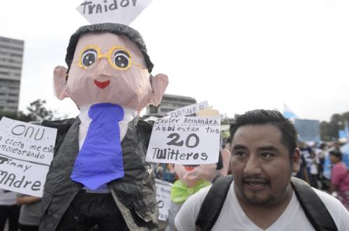 Pedro elaboró las piñatas durante 6 horas. (Foto: Wilder López/Soy502)