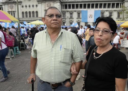 Don Manuel se sumó a la protesta aproximadamente a las 5 de la tarde. (Foto: Wilder López/Soy502)