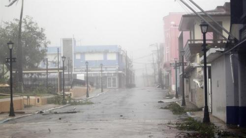 Así luce la ciudad de Yabucoa durante el paso de María, con vientos de 250 kilómetros por hora. (Foto: AFP)