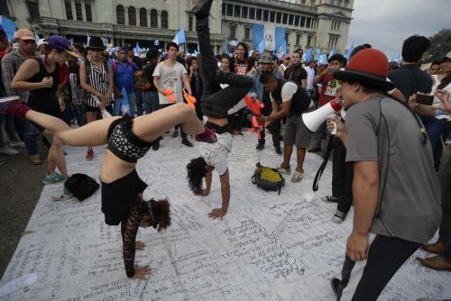Las acrobacias impresionaron a los asistentes. (Foto: Wilder López/Soy502)