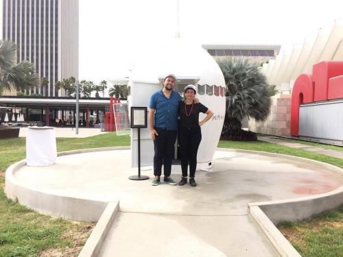 Jessica Kairé y Stefan Benchaom fundadores de NuMu, posando en Los Ángeles. (Foto: Artishock)