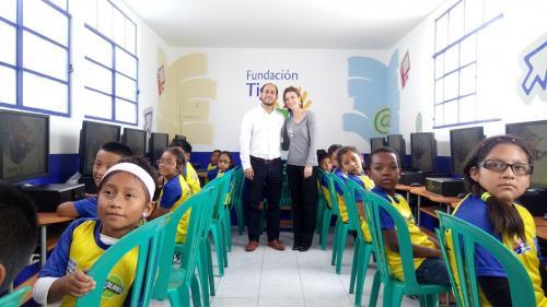 Los niños recibieron el Aula Digital con cariño. (Foto: Sara Melini/Nuestro Diario)