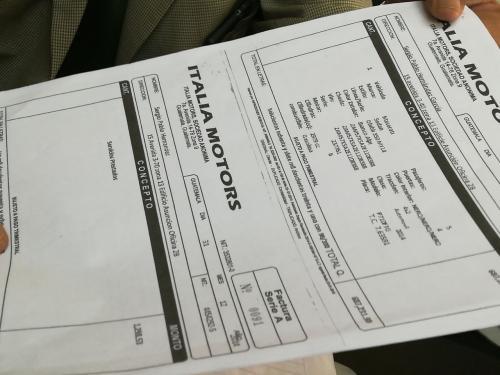 La factura mostrada por Hernández data del 31 de diciembre de 2014, mientras que Chacón habría sido entregada a EE.UU. en mayo de 2014. (Foto: Marcia Zavala/Soy502)