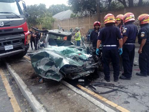 Estos son los vehículos involucrados en el accidente de tránsito ocurrido en la zona 13. (Foto: Bomberos Municipales)