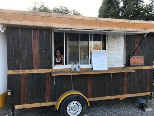 Sulma estudió psicología pero se ha adaptado a trabajar en un camión de comida en Texas. (Foto: Louisa Reynolds)