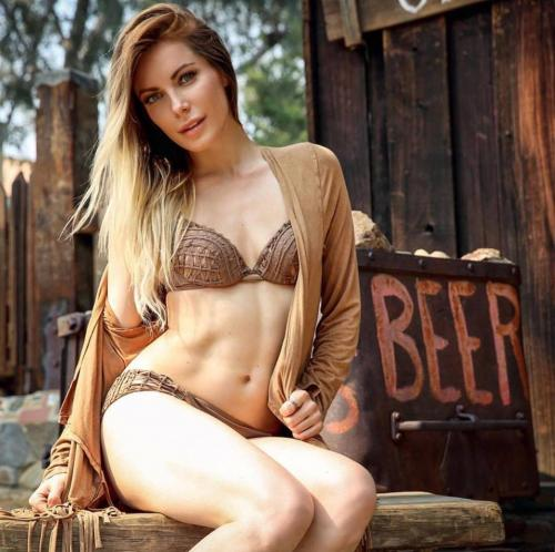 La modelo tuvo que remover sus implantes debido a que fue diagnosticada con la enfermedad de Lyme. (Foto: oficial)