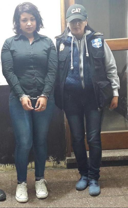 """Las autoridades detuvieron en Chimaltenango a una presunta pandillera conocida como """"La Gata"""". (Foto: PNC)"""