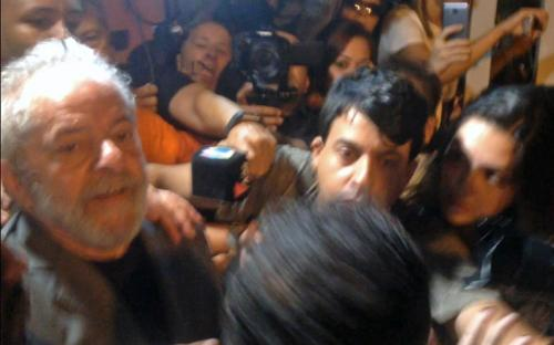 Familia visita a ex presidente brasileño Lula en prisión por primera vez