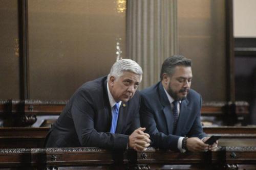 Armando Melgar Padilla y Javier Hernández, dos diputados oficialistas que han sido señalados por buscar impunidad. (Foto: Archivo Soy502)