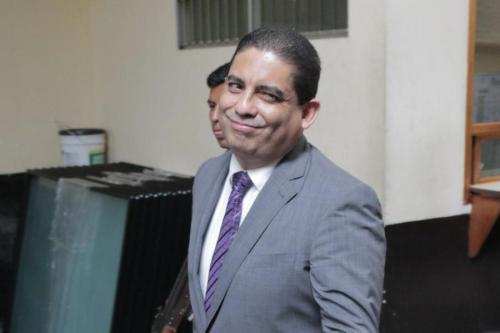 Luego de describir cómo funcionaba la corrupción en el gobierno del PP, Juan Carlos Monzón se retira de Tribunales. (Foto: Alejandro Balán/Soy502)