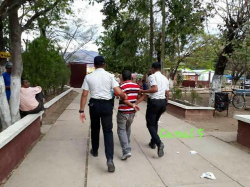 El detenido fue trasladado a la cárcel de Jutiapa. (Foto: Canal 5  Jutiapa)