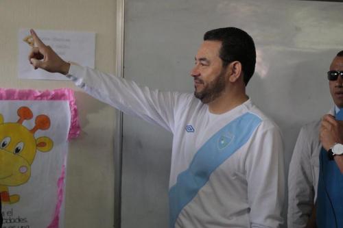 El Presidente Morales, después de votar en la Consulta Popular sobre Belice. (Foto: Archivo Soy502/Alejandro Balán)