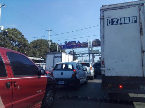 En la Petapa el tráfico también era intenso. (Foto: Soy502)