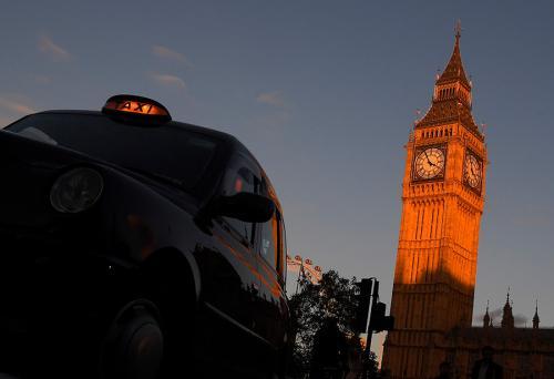 """Londres busca evitar la contaminación, por lo que solo dará licencias a los taxis negros de """"emisión 0"""". (Foto: actualidad.rt.com)"""