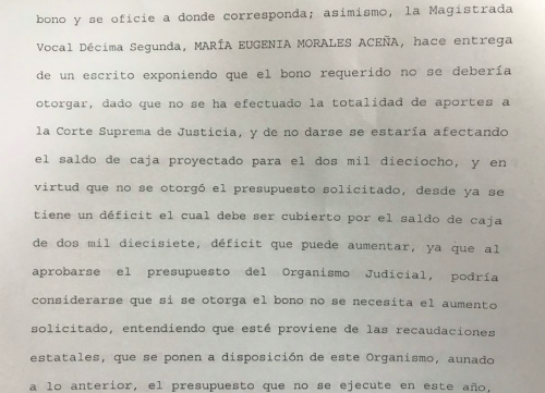 En esta parte del acta se confirma la oposición de María Eugenia Morales sobre esa bonificación. (Foto: Soy502)