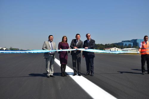 Jimmy Morales inauguró la pista tras concluir los trabajos de reparación. (Foto: Jesús Alfonso/Soy502)
