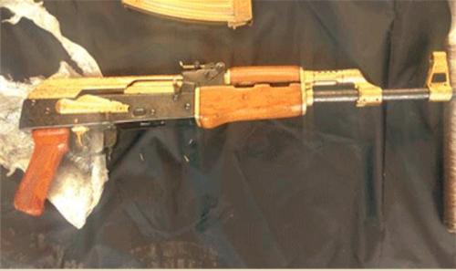 El arma fue decomisada y se hará una investigación para determinar hacia dónde era llevada. (Foto: Policía Federal)
