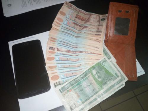 El dinero en efectivo se encontró dentro de la billetera del hombre. (Foto: PNC)