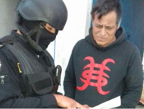 Rigoberto Morales Barrientos recibe la notificación de los nuevos delitos que se le achacan.